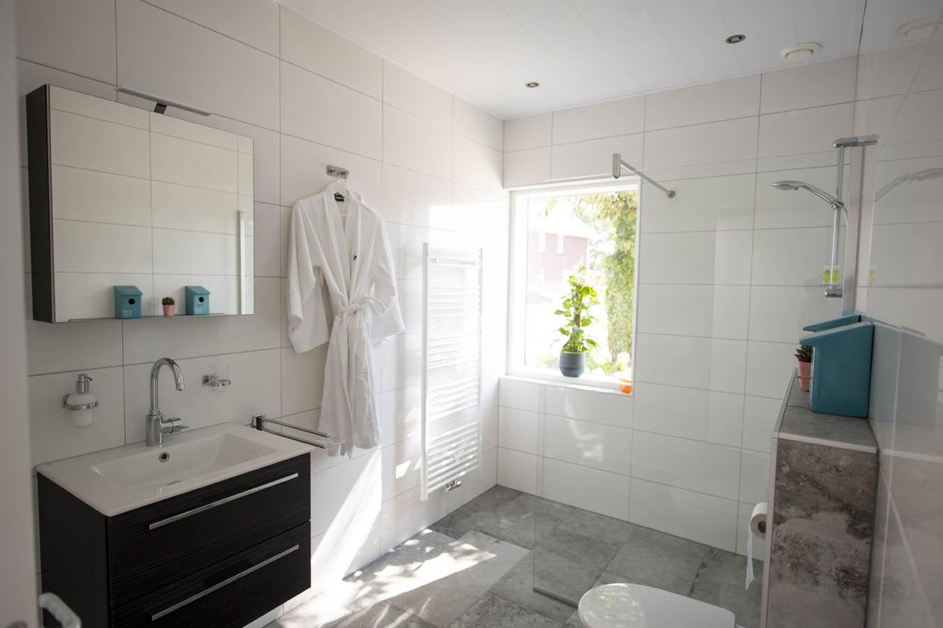 Badkamer Televisie Draadloos : Badkamer tv voorbeelden van tevreden klanten inbouw tv